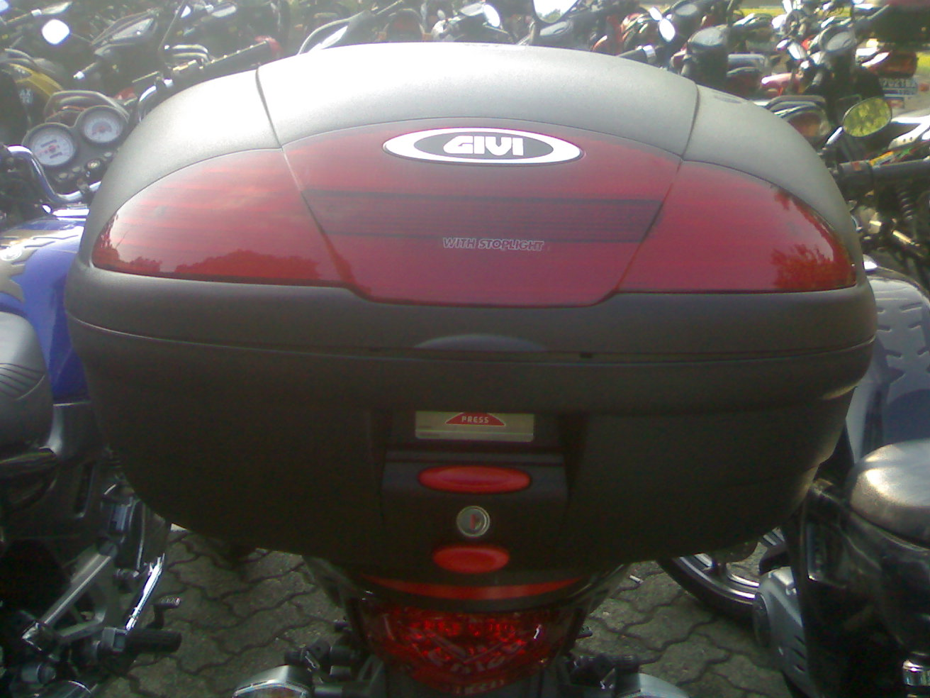 ... Box Givi E45+Braket Givi MR4 » Bonus Box Givi E45+Braket Givi MR4